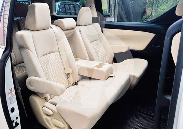 inside-Toyota Alphard