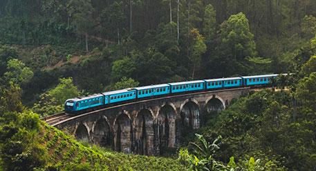 乘坐公共汽车和火车在斯里兰卡旅行