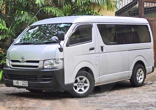 Toyota Hiace Commuter 9 Passenger. Multi A/C