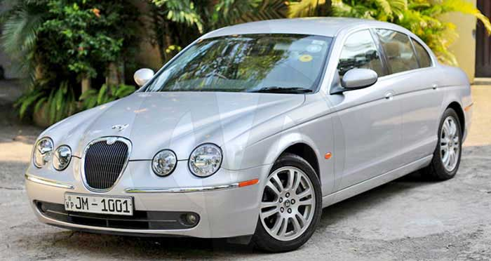 Jaguar S Type (Silver)