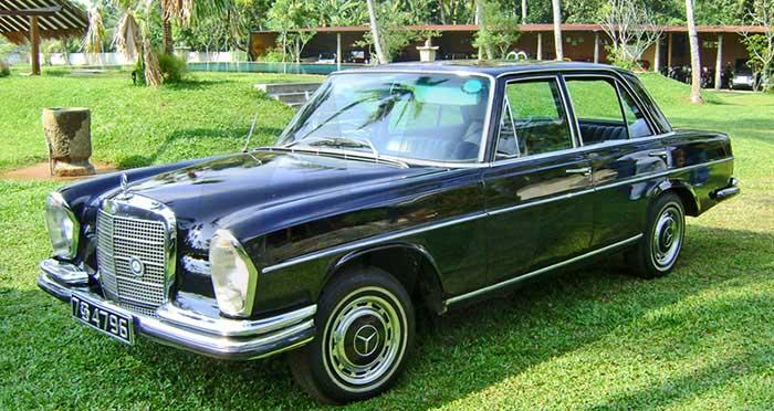 Mercedes 280 S-Class (1972) Saloon (Black)