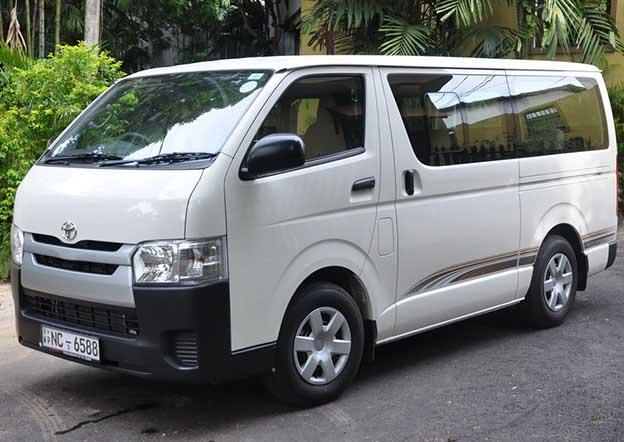Toyota Regius 9 Passenger. Dual A/C